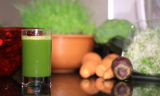 Batuts amb tetera, beguda refrescant i saludable