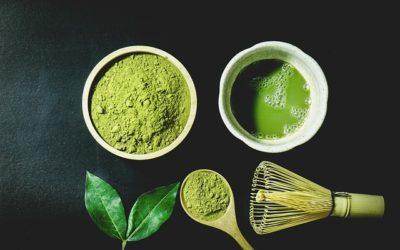 Smoothies y otras bebidas saludables con té matcha